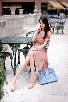 Adore these korean fashion outfits! Korean Fashion Trends, Korean Street Fashion, Asian Fashion, Fashion Poses, Fashion Outfits, Womens Fashion, Korean Outfits, Kpop Outfits, Romantic Outfit