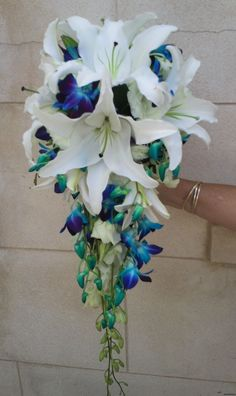 This is a definite. I want this, maybe with some more white orchids!!