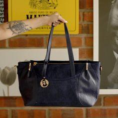 Essa bolsa é aquele presente que fica presente com você em todo lugar.  #mondainebrasil #otempotodonamoda #primaveraverao2016 #moda #presente #bolsa #bag