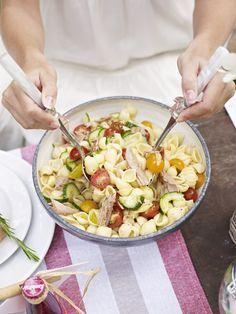 Creamy Sun-Dried Tomato Pasta Pasta - Pasta salad - shrimp Pasta - Pasta rezepte Creamy Sun-Dried To Veggie Recipes, Pasta Recipes, Salad Recipes, Snack Recipes, Healthy Recipes, Healthy Low Carb Snacks, Healthy Meal Prep, Tuna Salad Pasta, Crab Salad