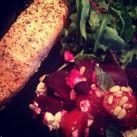 Lax och ugnsrostade rödbetor med fetaost och tomat - Recept från Mitt kök - Mitt Kök