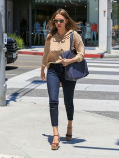 Jessica Alba Photos - Jessica Alba is see out and about on June 20, 2016. - Jessica Alba Goes for a Stroll in Beverly Hills