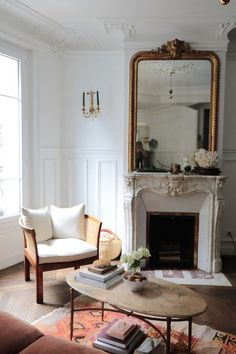 The chic Parisian apartment of a Canadian: chic classic living room - Elegant li . - The chic Parisian apartment of a Canadian: chic classic living room – Elegant living room in an a - Classic Living Room, Elegant Living Room, Chic Living Room, Living Room Decor, Paris Living Rooms, French Living Rooms, French Apartment, Parisian Apartment, Apartment Living