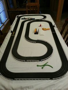 HO Slot Car Home Track, find out how big table is Slot Car Racing, Slot Car Tracks, Easy Healthy Dinners, Easy Dinner Recipes, Afx Slot Cars, Game Mobile, Las Vegas, Cars Vintage, Slot Machine Cake