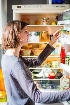 Zhvg: Kockacukor a sajt mellett, nedves törölközőben a spárga - praktikák, hogy ne romoljanak meg az élelmiszerek | hvg.hu