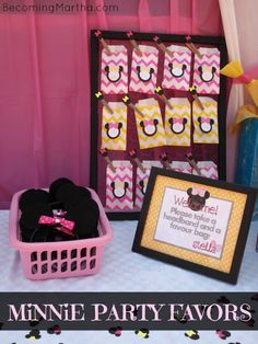 Becoming Martha: Minnie Mouse Party Favors