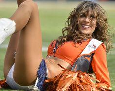 Cheerleader in pantyhose Denver Bronco Cheerleaders, Hottest Nfl Cheerleaders, Cheerleading Uniforms, Famous Cheerleaders, Hot Football Fans, Broncos Fans, Denver Broncos, Foto Sport, Professional Cheerleaders