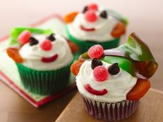 Get help making festive, holiday red velvet elf cupcakes by using foolproof Betty Crocker® cake and frosting. Snowman Cupcakes, Christmas Cupcakes, Christmas Desserts, Holiday Treats, Christmas Treats, Christmas Baking, Holiday Recipes, Christmas Recipes, Cupcakes Kids