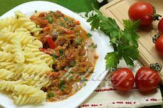 Говядина с овощами в томатно-сметанном соусе