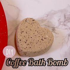 DIY Coffee Bath Bomb This coffee bath bomb looks good enough to eat. Sugar Scrub Homemade, Homemade Soap Recipes, Coffee Bath, Coffee Soap, Coffee Coffee, Morning Coffee, Good Enough, Bath Boms, Homemade Bath Bombs