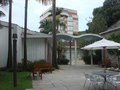 Instituto Moreira Salles no Rio de Janeiro Projetada em 1948, a casa do embaixador Walther Moreira Salles foi inaugurada em 1951.