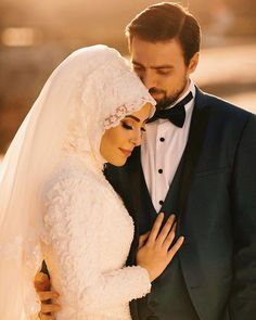 Insta: - Wedding and Gowns Hijabi Wedding, Muslimah Wedding Dress, Muslim Wedding Dresses, Muslim Brides, Muslim Couples, Wedding Photography Poses, Wedding Poses, Wedding Photoshoot, Wedding Couples