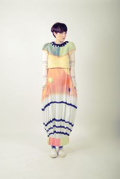 Inspiring collection from graduate designer Sarah Sweeney! Knitwear Fashion, Knit Fashion, Fashion Prints, Fashion Outfits, Fashion Design, Structured Fashion, Quirky Fashion, Cozy Fashion, Knitting Designs