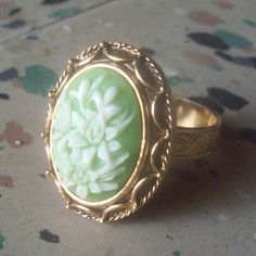 vanda rings | Vanda Vintage Poison Ring by volkerwandering on Etsy