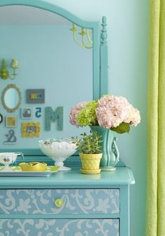 Adorable colors... this would make a great guest room, or master bdrm too!