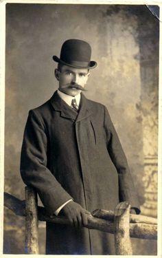 40 Vintage Portraits of Extremely Handsome Victorian Men With Mustache Victorian Gentleman, Victorian Men, Vintage Gentleman, Vintage Men, Edwardian Era, Edwardian Fashion, Gentleman Style, Victorian Portraits, Victorian Photos