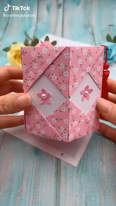 Paper Flowers Craft, Paper Crafts Origami, Paper Crafts For Kids, Flower Crafts, Diy Paper, Paper Crafting, Origami Flowers, Diys With Paper, Paper Gifts