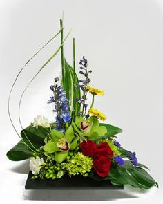Learn all about different types of flowers, from roses and lilies to spring and . - Learn all about different types of flowers, from roses and lilies to spring and wedding flowers wit - Tropical Flowers, Tropical Flower Arrangements, Beautiful Flower Arrangements, Unique Flowers, Amazing Flowers, Fresh Flowers, Pink Flowers, Deco Floral, Arte Floral