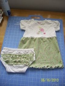 Tutorial: Baby dress and ruffled diaper cover from a onesie · Sewing | CraftGossip.com