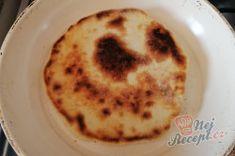 Extra rychlé česnekové placky plněné sýrem   NejRecept.cz Pancakes, Pudding, Breakfast, Desserts, Food, Grated Cheese, Top Recipes, Garlic, Food Food