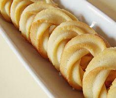 A közkedvelt omlós keksz házilag készült változata.    Hozzávalók   30 dkg finomliszt  20 dkg szoba hőmérsékletű vaj (nem margari...