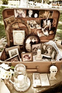 Vintage suitcase wedding decor ideas Today I'm sharing ideas to rock vintage suitcases at your wedding, and I'm sure they won't leave you indifferent. Vintage suitcases are a must at a travel Vintage Suitcase Wedding, Vintage Suitcases, Vintage Wedding Theme, Vintage Suitcase Decor, Vintage Wedding Photos, Wedding Events, Wedding Ceremony, Reception, Perfect Wedding