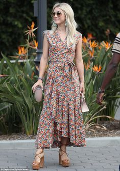Julianne Hough stuns in floral dress with chunky earrings for Extra What a beauty: The wowed in her floral patterned dress, adding sky high lace up taupe heels Chiffon Dress Long, Ruched Dress, Trendy Dresses, Casual Dresses, Long Dresses, Dresses Dresses, Floral Dresses, Casual Clothes, Dance Dresses