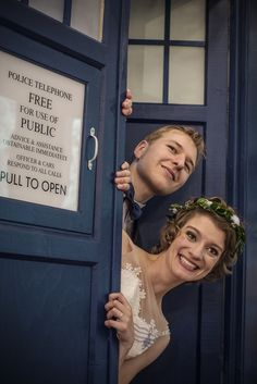 When Daleks and the Sith sabotaged a wedding: Lore & Martin's theatrical wedding - imagine having a wedding as memorable as this, I want one! Marvel Wedding, Star Wars Wedding, Geek Wedding, Chic Wedding, Wedding Bride, Wedding Bells, Dream Wedding, Doctor Who Wedding, Wedding Movies