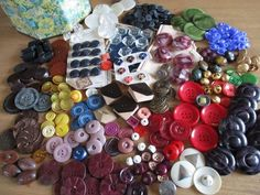 TIN OF COLOURFUL VINTAGE BUTTONS GLASS MOP CELLULOID ART DECO METAL TAGUA noelhumphrey on eBay.