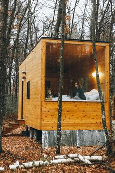 Tiny Cabins, Tiny House Cabin, Tiny House Living, Tiny House Plans, Living Room, Modern Tiny House, Tiny House Design, Cabins In The Woods, House In The Woods