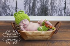Aw froggy is night night - sshhhhh Baby Pictures, Pretty Pictures, Baby Photos, Buy Hats, Sweet Pic, Earmuffs, Leg Warmers, Children, Kids