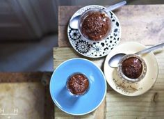 Non-dairy chocolate mousse, made with avocado and banana. Banana Mousse, Avocado Mousse, Avocado Dessert, Avocado Toast, Muffin Cake Recipe, Hemsley And Hemsley, Healthy Treats, Healthy Food, Easter Recipes