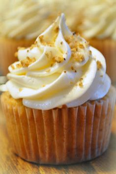 chubby chicks with oven mitts: Debb's Italian Cream Cake Cupcakes