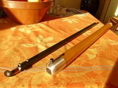 Homemade telescopic hollowing tool constructed from bar stock, aluminum, Allen screws, and wood. Green Woodworking, Woodworking Lathe, Woodworking Machinery, Woodworking Workshop, Woodworking Projects Plans, Wood Turning Lathe, Wood Turning Projects, Wood Lathe, Wood Projects