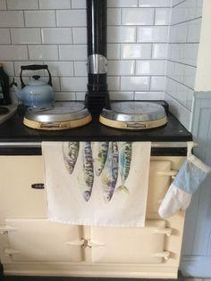 diseño contemporáneo de caballa pescado toalla de té 100% Mackerel Fish, Oven Glove, Made In Uk, Tea Towels, Original Paintings, Cornwall, Contemporary, The Originals, Coast