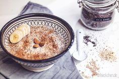 Glutenfreies Mandel-Bananen-Chia-Porridge mit Chia Samen › dreieckchen - Lifestyle Blog #dreimalanders