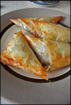 Pierożki filo z warzywami - Slow Life Project Pierogi, Calzone, Impreza, Asian Recipes, Grilling, Food And Drink, Pizza, Cooking, Essen