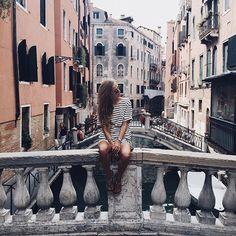 PARADIS.