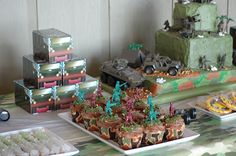 Army men cupcakes