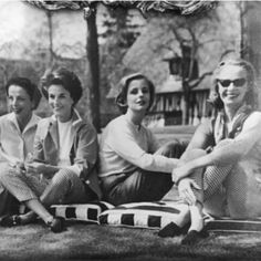 Gloria (1913-80), Babe Paley (1915-78), Dolores Guinness (1936-2012) and an unkown woman probably at Haras de Piencourt, France, mid 1950s. All wesring slacks and loafers. Regram @jupeculotte #gloriaguinness #doloresguinness #babepaley #1950s #swans