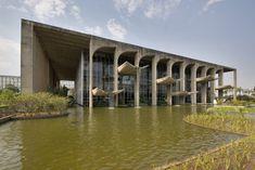 Ministry of Justice, Brasilia Architect: Oscar Niemeyer 1962 Landscape architect: Roberto Burle Marx