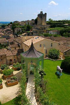 Hostellerie de Plaisance. Restaurant d'un Grand Chef Relais & Châteaux et hôtel dans un village. France,Saint-Emilion.