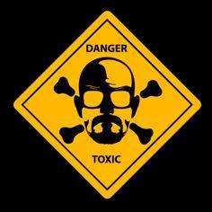 Camiseta Breaking Bad. Heisenberg Danger Toxic Camiseta Breaking Bad, con el logo de Danger Toxic junto al rostro de Heisenberg.