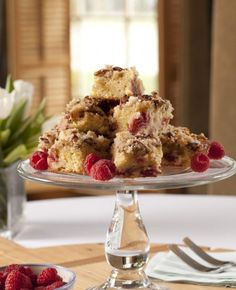 Use fresh Spring berries to make this Silver Palate Razzle Dazzle Coffee Cake recipe. Perfect for a Spring breakfast on Wickwood Inn's porch! Fun Desserts, Delicious Desserts, Homemade Ginger Tea, Silver Palate Cookbook, Almond Bark, Artisan Food, Cake Servings, Coffee Cake, Cake Recipes