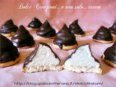 biscotti hit-hat hi hat cookies hi hat cupcakes Biscotti Cookies, Brownie Cookies, Italian Biscuits, Cookie Table, Pavlova, Cream Recipes, Dessert Recipes, Desserts, Italian Recipes