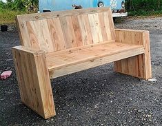 bench out of wooden pallets
