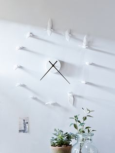 This decorative clock doubles as stunning wall art, with twelve finely decorated doves cast in resin and throwing delicate shadows across the room, representing a swallow's flight.