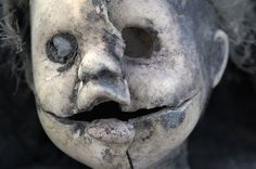 INSPIRATION - Creepy Halloween decor with Found doll - by arddu (Source : http://www.flickr.com/photos/jeremy_holden/403447335/in/set-72157604784634454) #halloween #decor