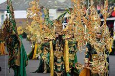 Jember Fashion Carnaval 2018. Carnival, Fair Grounds, Crown, Jewelry, Fashion, Carnival Of Venice, Moda, Corona, Jewlery