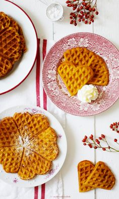 Rezept für süsse Kürbiswaffeln / pumpkin waffles, Kürbiswaffel Rezept – waffles with pumpkin ♥ chocolate desserts Cinnamon Waffles, Pumpkin Waffles, Crepes And Waffles, Breakfast Waffles, Waffle Recipes, Baking Recipes, Dessert Recipes, Recipes Dinner, Beignets